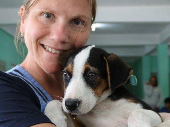 Annie, vet tech volunteer at FVAI clinic in Belize