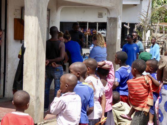 The crowd at FVAI clinic in Arusha, Tanzania