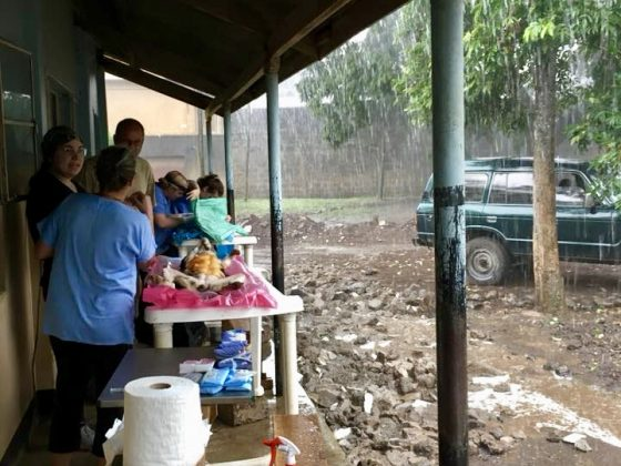Torrential rains ! We need to move our surgery tables.