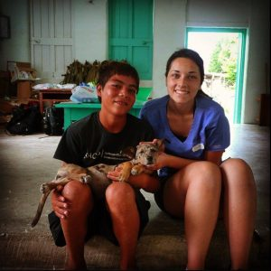 Bénévoles à la clinique vétérinaire de Sarteneja, Belize