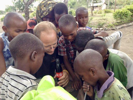 Petit moment d'éducation à la clinique de la FAVI en Tanzanie