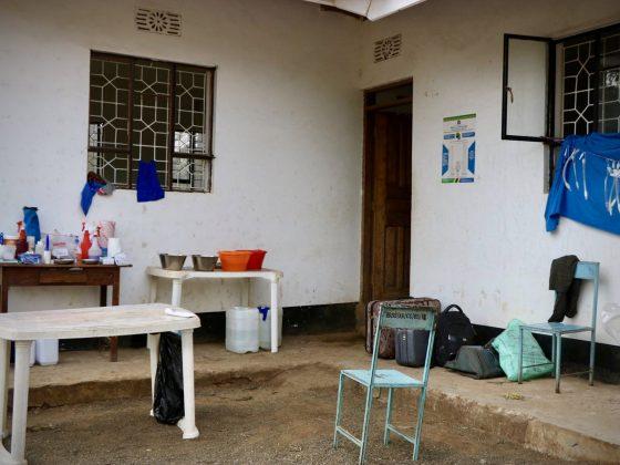 Zone pré-opératoire au bureau municipal de Baraa, Tanzanie