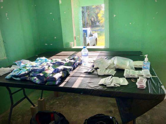 Table de matériel à la clinique de stérilisation FAVI au Belize