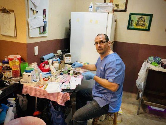 Dr Pascal, médecin anesthésiste bénévole pour la FAVI à Animalandia, Loreto