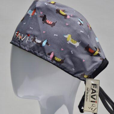 chapeau de chirurgie-chiens saucisses sur fond gris