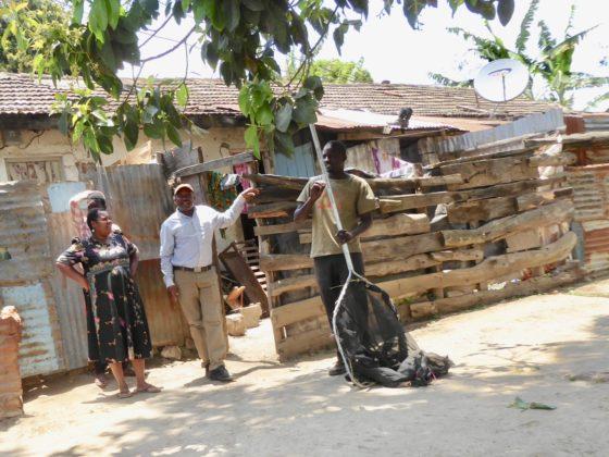 À la recherche de chiens à stériliser et à vacciner à Arusha, Tanzanie