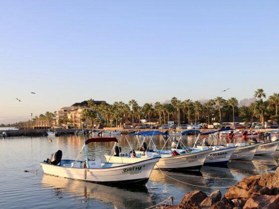 Petit port de pêcheurs à Loreto, Mexique