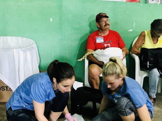 Techniciennes en santé animale à la station de réveil au Belize