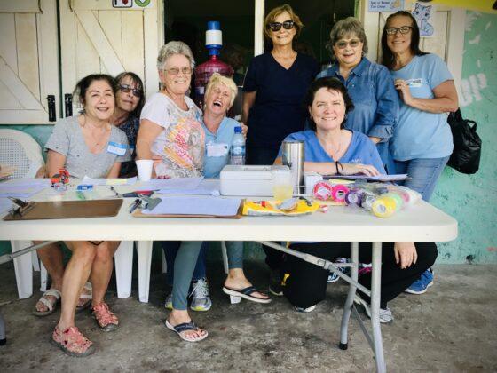 Merveilleuse équipe de bénévoles de notre partenaire local Corozal Animal Program (CAP)