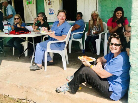 Pause santé à la clinique vétérinaire FAVI au Belize