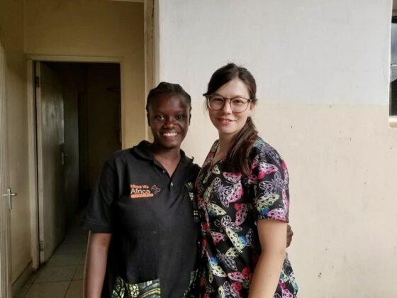 Irene, préposée à l'accueil et Julia, technicienne en santé animale