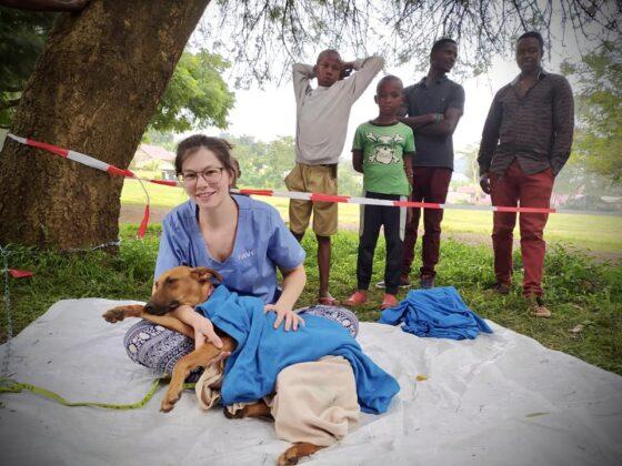 Un peu de réconfort pour nos patients à la clinique FAVI en Tanzanie