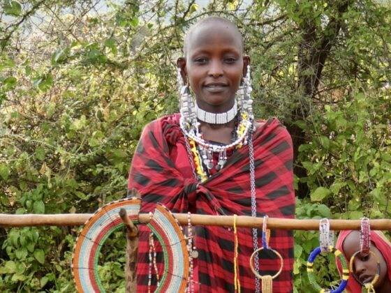 Femme massaï en Tanzanie, safari FAVI