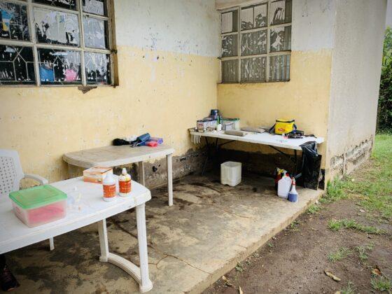 Zone préopératoire clinique vétérinaire FAVI en Tanzanie