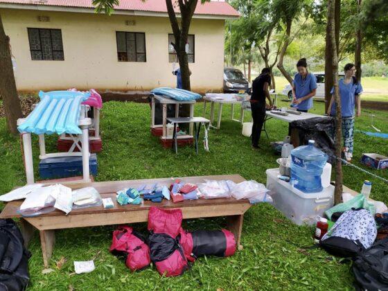 Clinique vétérinaire en plein air de la FAVI en Tanzanie