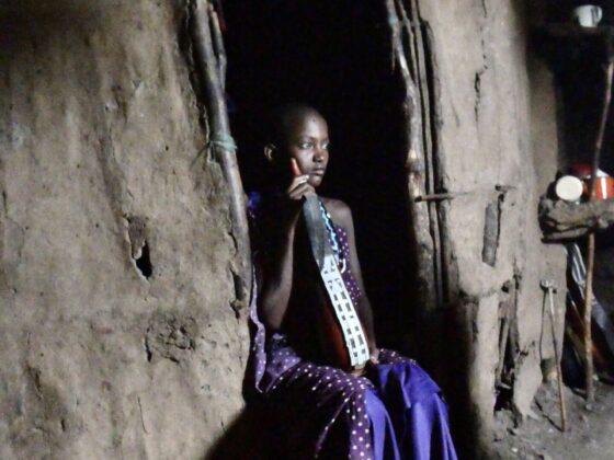 Jeune fille massaï en Tanzanie, safari FAVI
